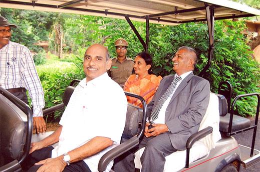 IDRC in Environmental Science Field Trip Prof. G.S.N.� Raju, Vice-Chancllor, Prof. K. Sreeramulu, Director, HRDC and Dr. G.� Ramalingam, Zoo Cur